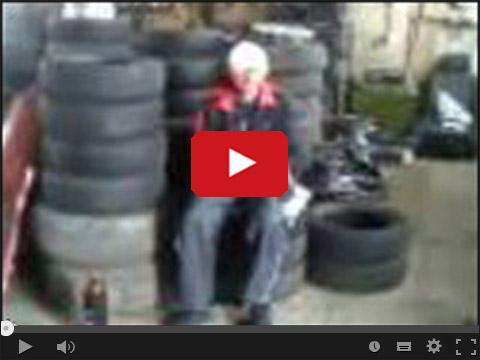 Rosyjscy mechanicy i zabawa poduszką powietrzną