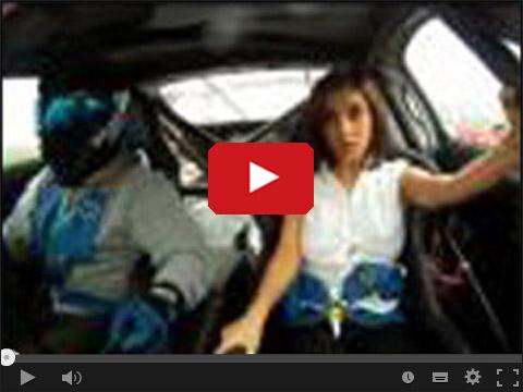Toyota Supra i rozpinający się dekolt