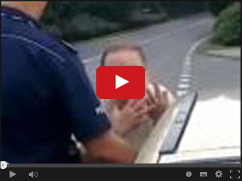Babcia wyzywa policjanta - Przeklęty draniu