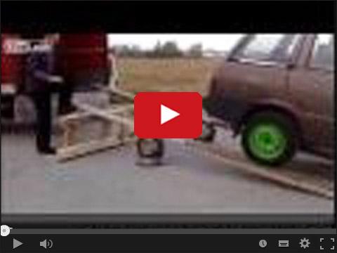 Wjazd samochodem na ciężarówkę
