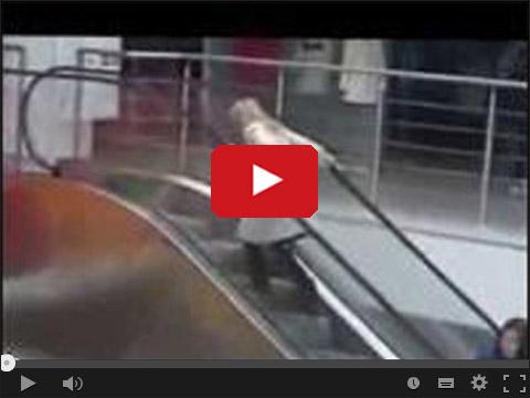 Blondynka na schodach