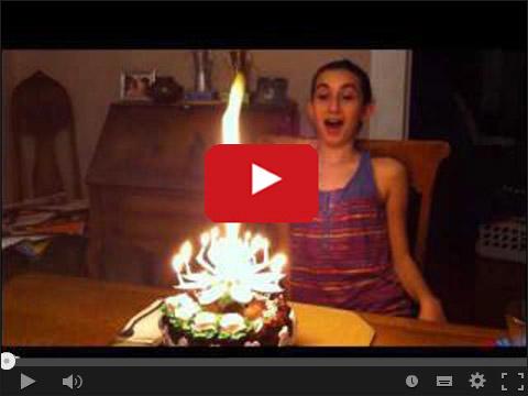 Świeczka na torcie urodzinowym