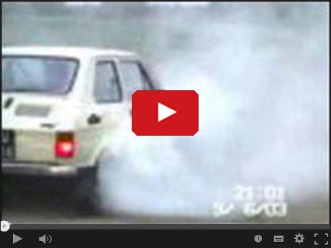 Fiat 126p palenie opon