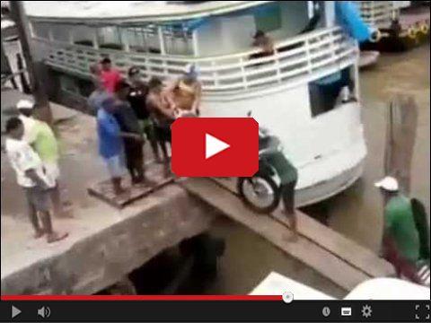 Motocykl wpadł do wody