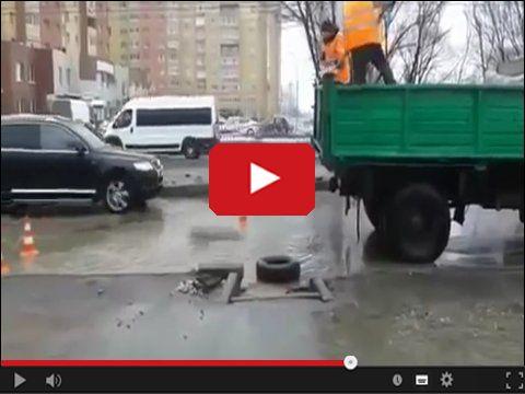 Drogowcy łatają ulice w Rosji