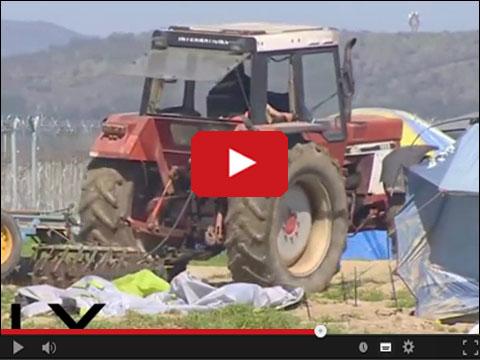 Grecki rolnik zaorał pole z uchodźcami