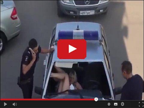 Aresztowana kobieta wybija szybę w radiowozie