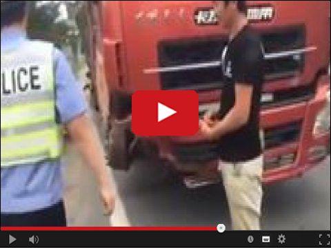 Ciężarówka bez przedniego koła