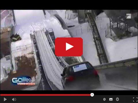 Golf skacze ze skoczni narciarskiej
