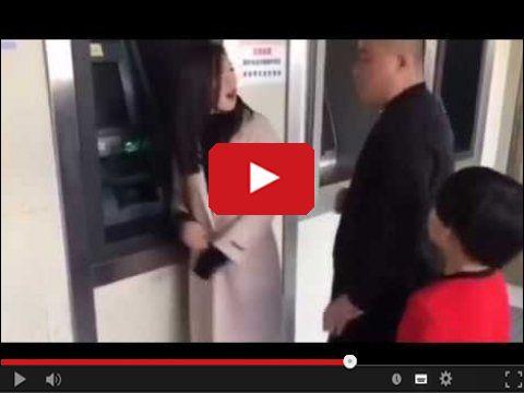 Podryw przed bankomatem