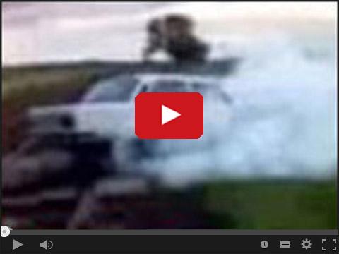 Fiat 125p pali gumę