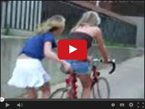 Blondynki na rowerze