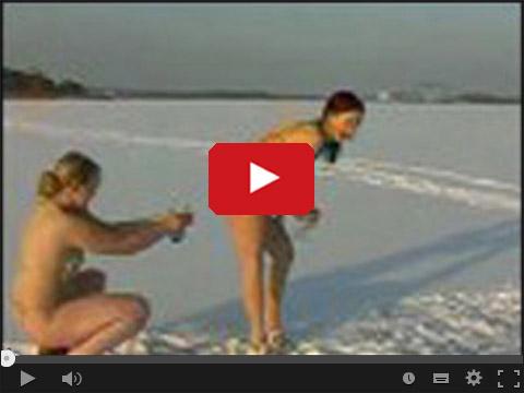 Śniegowe bitwy w bikini